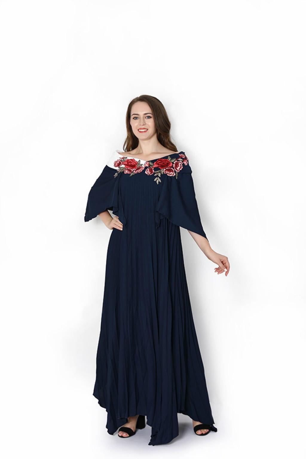 فستان بقصة واسعة