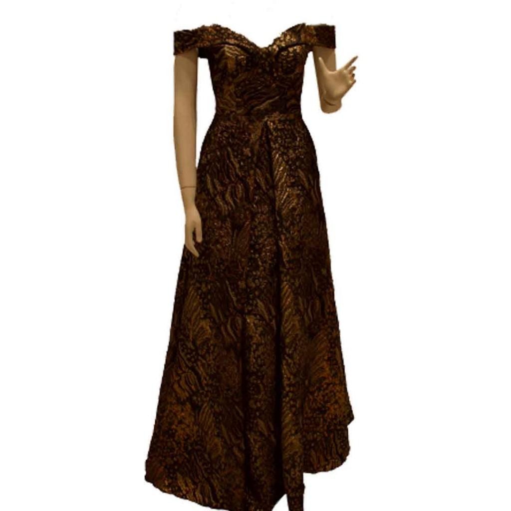 فستان ذهبي على اسود نمري