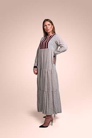 ثوب من  قماش الينن مستوحاة من المنطقة عسير