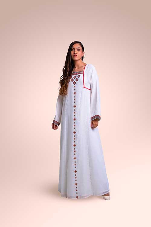 ثوب من  قماش اللينن مستوحاة من منطقة نجد
